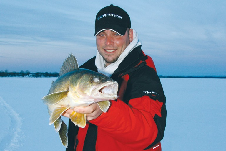 How to use a flasher while ice fishing