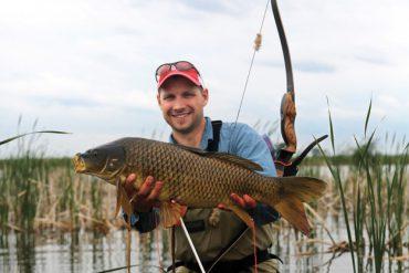 How to hunt giant carp with a bow & arrow
