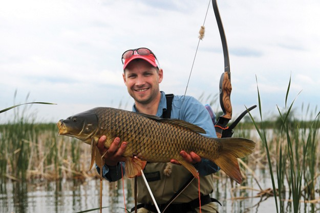 How to hunt giant carp with a bow & arrow