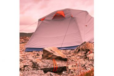 How to anchor a tent on rocky surfaces