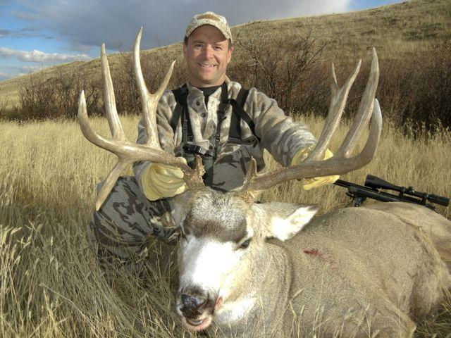The author and his big atypical mule deer buck. Credit: Kevin Wilson.